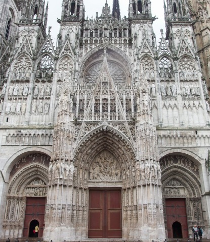 Najvyššia gotická katedrála vo Francúzsku je v Rouen. Jej západné priečelie maľoval Claude Monet niekoľkokrát /Die höchste Kathedrale Frankreichs befindet sich in Rouen. Ihre Westfassade wurde mehrmals zum Motiv Claude Monets
