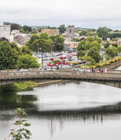 Pohľad zo záhrad hradu Kilkenny.