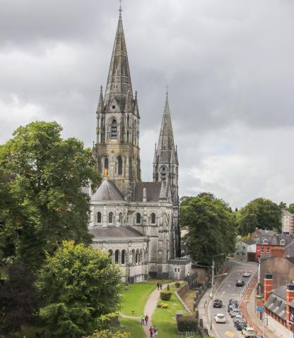 Neogotická katedrála St. Fin Barre.