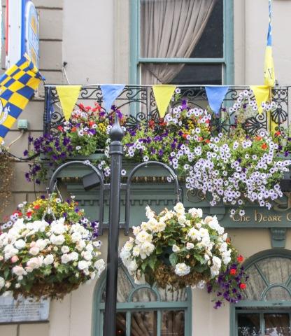 Kvetinové výzdoby v meste nechýbali.